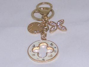 Anhänger gold- und perlmutfarben